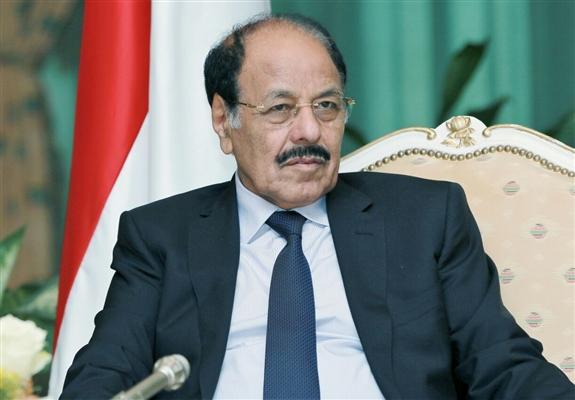 نائب الرئيس يطلع على ترتيبات استقبال المحرّرين من سجون الحوثيين ويثمن الدور الأممي