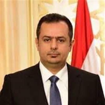 رئيس الوزراء يجري اتصالات هاتفية مع الصحفيين المفرج عنهم من سجون الحوثيين