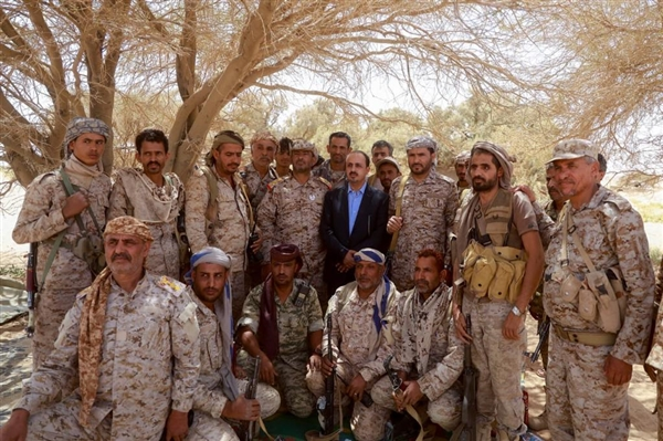 الوزير الإرياني والفريق بن عزيز يتفقدان العمليات العسكرية في جبهات المنطقة السابعة