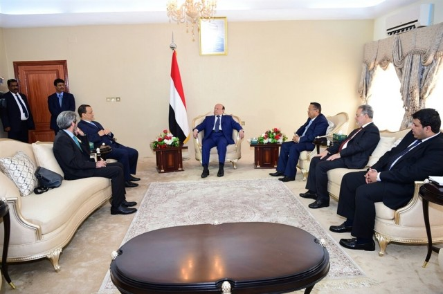 President Hadi hands over reply of government on UN roadmap