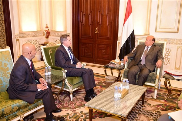 President Hadi, US Ambassador discuss risks of Houthis on international navigation