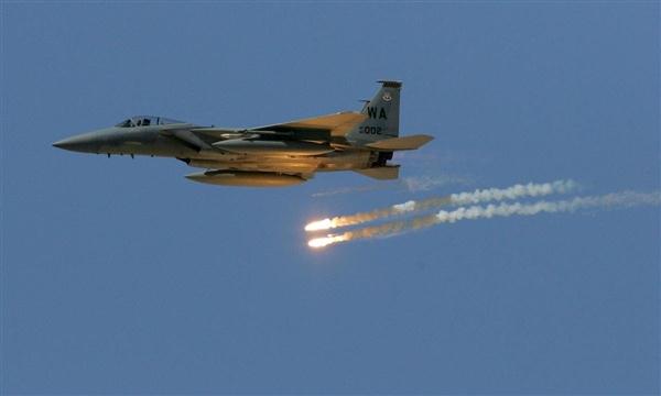 طيران التحالف يستهدف مواقع المليشيا شرق وغرب تعز