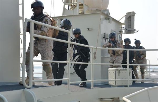 «البحرية» السعودية تتصدّى لـ3 زوارق تحمل أسلحة اتجهت نحو حقل نفطي