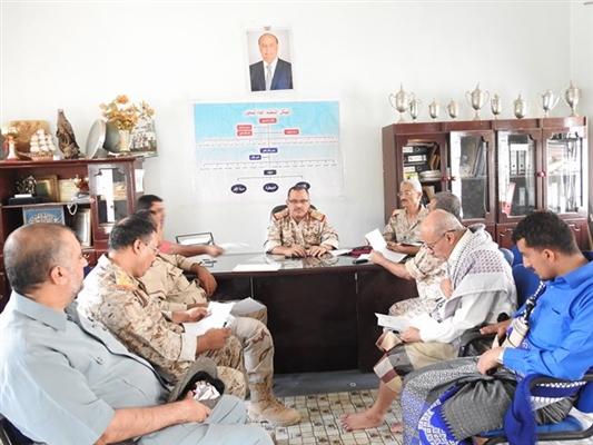 اجتماع عسكري في تعز يشدد على صرف رواتب الجيش قبيل عيد الفطر