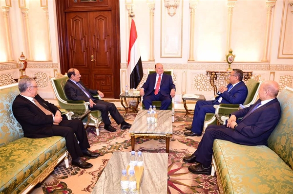 President Hadi, Yemeni officials discuss situation of liberated provinces
