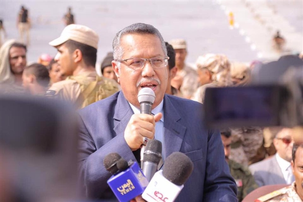 رئيس الوزراء يكشف عن عودة مرتقبة له إلى عدن ويبشر بصرف المرتبات قبل عيد الأضحى