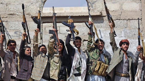 US admiral: Iran continues arming Houthis