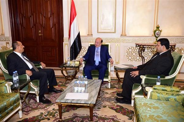 رئيس الجمهورية يلتقي محافظ تعز ويوجه بدعم الميزانية التشغيلية للمحافظة