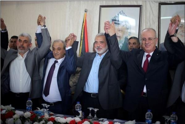 حماس وفتح تنهيان انقسام عشر سنوات باتفاق مصالحة بالقاهرة