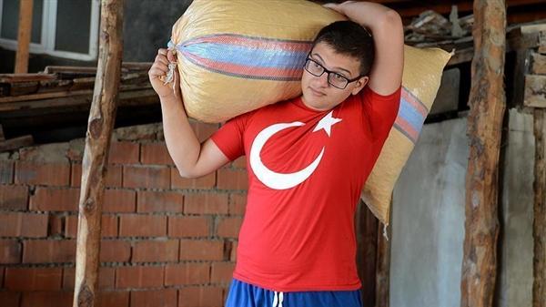 كفيف تركي يفوز بميدالية ذهبية في ألعاب القوى.. وهدفه المزيد