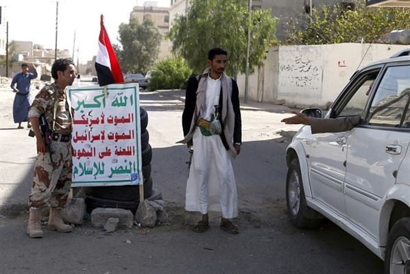 Saleh-Houthi militias confiscate 10,000 food packs meant for IDPs, sources