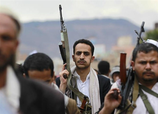 Houthi militias terrify neighborhood by abducting and shooting