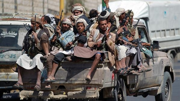 Houthi militias displace 60 new families from their Taiz village