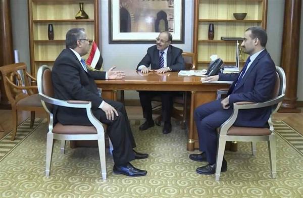 نائب الرئيس يستمع إلى جهود الحكومة في تطبيع الأوضاع في المحافظات المحررة
