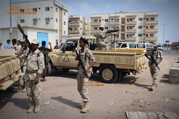 مسلحون يختطفون شاباً من أمام منزله في عدن