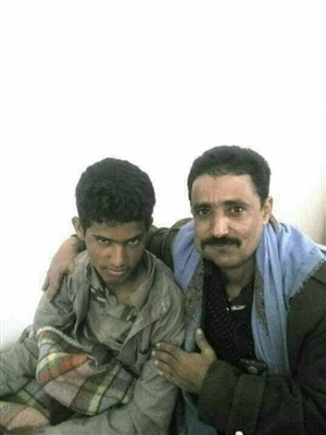 Army soldier arrests his young son fighting in Houthi ranks