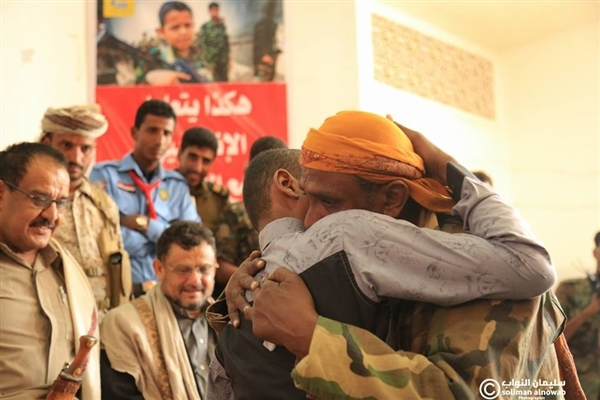 Govt hands over 27 Houthi child soldiers back to families