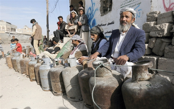 Houthis hand out cooking gas vouchers for loyalists only