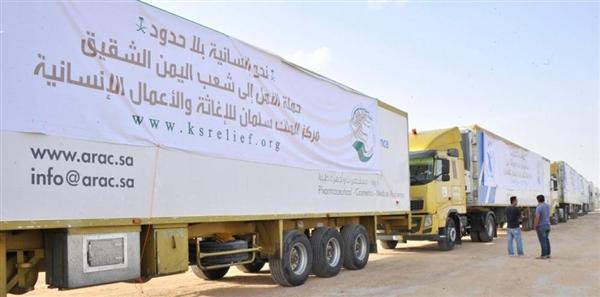 وصول 13 شاحنة مساعدات غذائية إلى مأرب مخصصة لمحافظة البيضاء