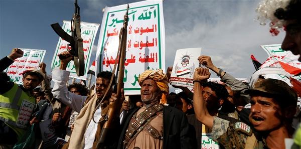 حوثنة الوظيفة العامة.. الحوثيون يقصون المئات من وظائفهم في محافظة حجة