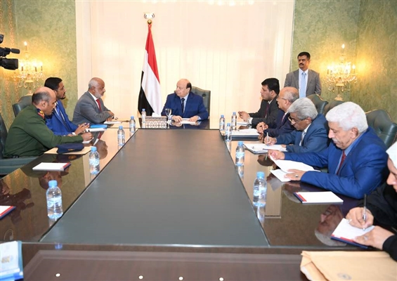 Hadi praises victories, directs payment of public salaries in Hodeidah