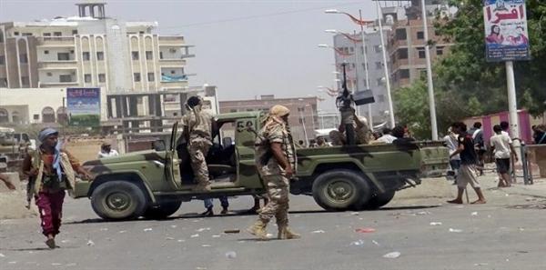 مقتل مدير قسم شرطة بير فضل ومرافقه الشخصي باشتباكات مع مسلحين في عدن