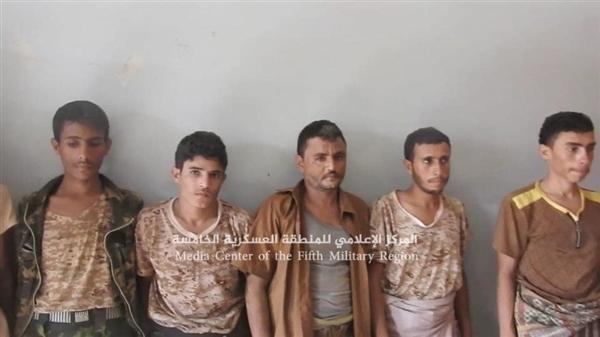 حجة.. الجيش يطهر مزارع ومواقع جنوب حيران ويأسر 9 حوثيين ويغتنم أطقم عسكرية