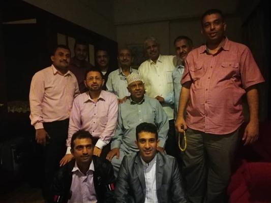 وفد صحفي ووفد من الجالية اليمنية في ماليزيا يزوران فنان اليمن الكبير أيوب طارش عبسي