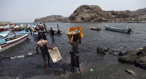 Houthis abduct 18 fishermen, put them in private prisons
