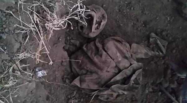 شرطة تعز تعثر على مقبرة سرية دفن فيها 3 جنود عقب اغتيالهم شرق تعز