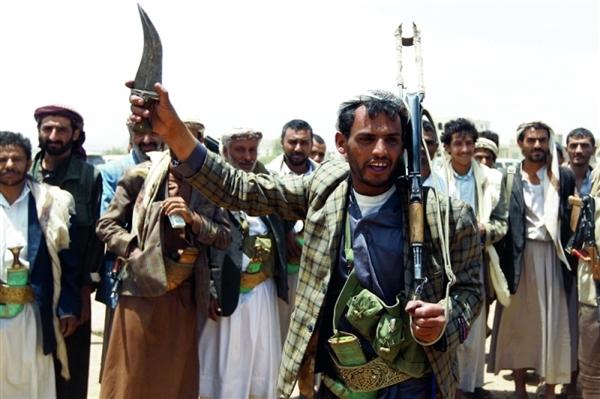 بعد سرقتها للإغاثة..مليشيات الحوثي تحول دون صرف الحوافز النقدية للمعلمين
