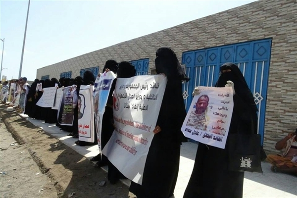 Mothers protest in Aden, demanding to disclose fate of relatives