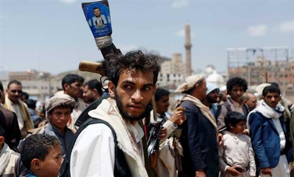 مليشيا الحوثي تختطف قيادات نقابة شركة النفط وتوقف مرتبات موظفي الشركة