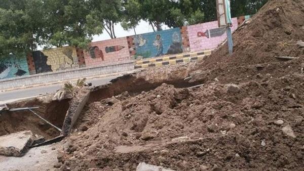 مليشيات الحوثي تكثف حفر الخنادق وزراعة الألغام في الحديدة