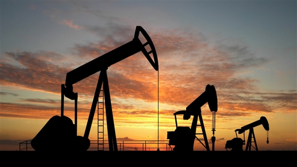 صعود أسعار النفط مع استمرار توترات مضيق هرمز