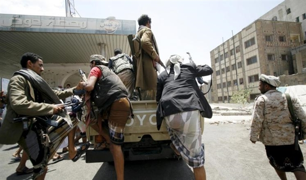 Houthi militants execute teacher before his children