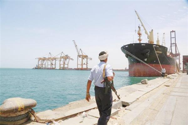 مليشيا الحوثي تعرقل دخول سفن محملة بالوقود إلى ميناء الحديدة