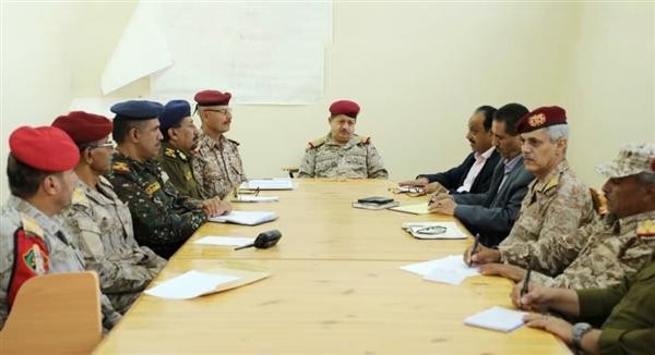 وزير الدفاع يترأس اجتماعاً للجنة الأمنية بمأرب ويشدّد على رفع الجاهزية
