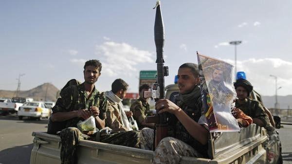 ذمار.. اشتباكات بين قبليين ومسلحي الحوثي في الحدأ وتشييع 12 قتيلاً حوثياً