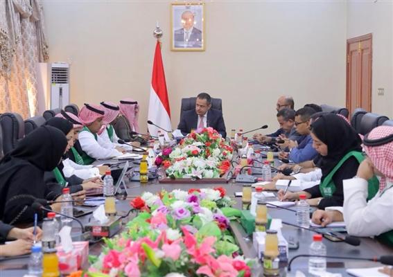 رئيس الوزراء يشيد بالدعم السعودي للاقتصاد اليمني ويقول إن عدن بحاجة لتدخل تنموي عاجل