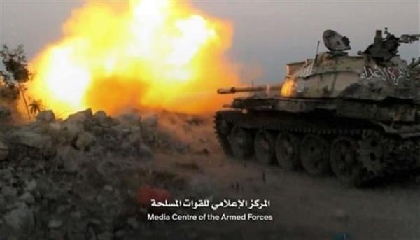 مدفعية الجيش تقصف تجمعات حوثية غرب تعز