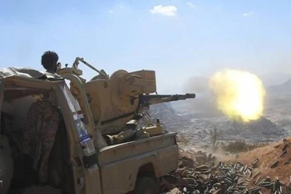الضالع.. تجدد المواجهات غرب قعطبة ومدفعية الجيش تستهدف تجمعات حوثية