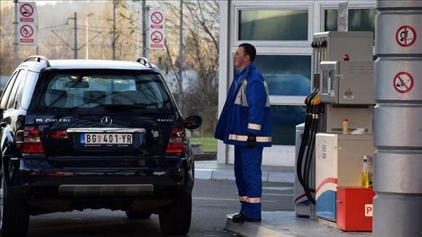 عقود النفط تصعد قليلا والتخوفات من كورونا تضغط على الأسعار