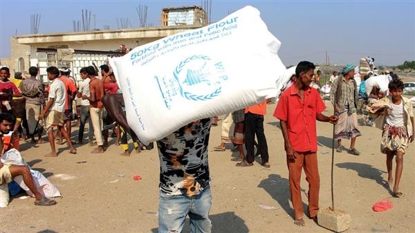 """""""الأغذية العالمي"""" يتهم الميليشيات بإتلاف مساعدات في حجة ويهدد بتعليقها"""