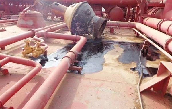 تحذير حكومي من غرق خزان صافر بعد حدوث ثقب في أحد الأنابيب وتسرب مياه البحر