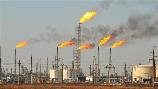 عقود النفط تهبط مع تصاعد التوترات بين أميركا والصين