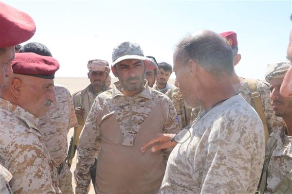 رئيس الأركان يطلع على سير المعارك في الجوف ويشيد بنضال قوات الجيش والمقاومة