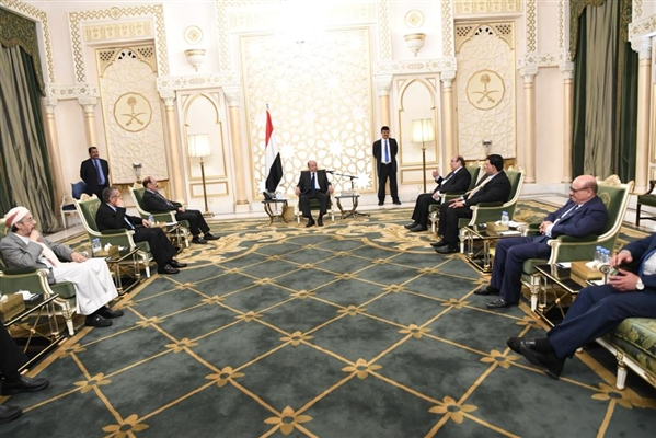 President discusses national developments with advisors