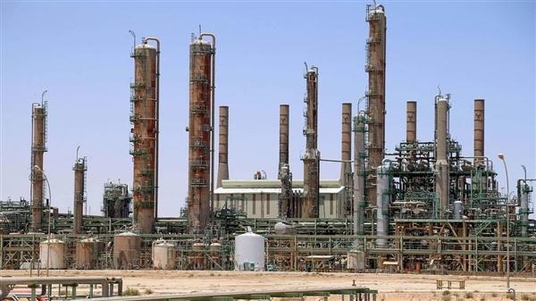 باركليز يرفع توقعاته لأسعار النفط دولارين للبرميل بـ2021