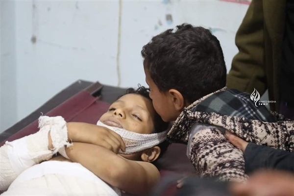 Houthis shell kill child, injure his brother in central Yemen